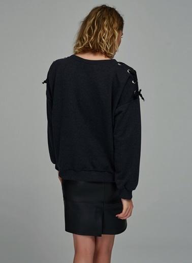 Omuzları Kuşgözü Detaylı Sweatshirt-People By Fabrika